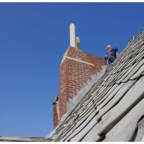 Ramonage sur toiture ardoise logement récent